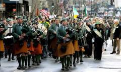 El Presidente del Comité Organizador del Desfile de San Patricio de Nueva York en Llanes